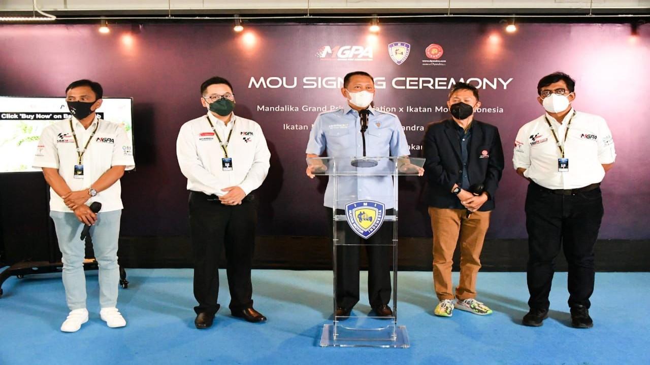 Ketua MPR RI yang juga Ketum PP IMI Bambang Soesatyo (tengah).